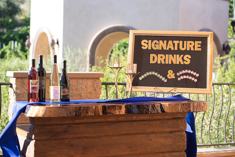 wonder-woman-meet-super-man-signature-drinks-signature-drinks-bar
