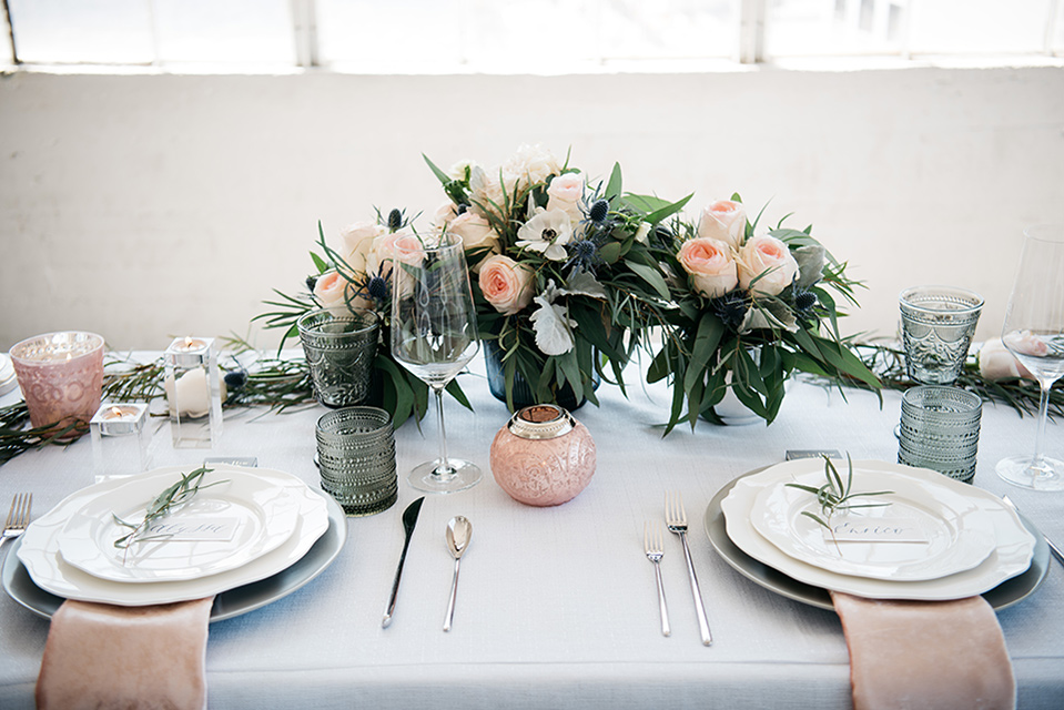 FD-Studios-florals-on-eating-table