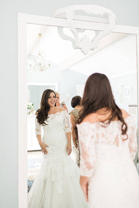 los-willows-wedding-bride-getting-ready-bride-in-a-tulle-ballgown-with-sleeves