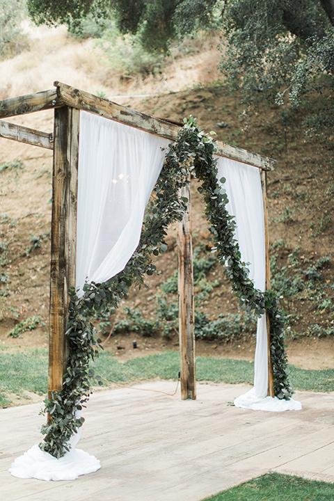 los-willows-wedding-ceremony-arch