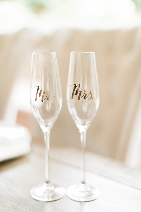 los-willows-wedding-champagne-glasses