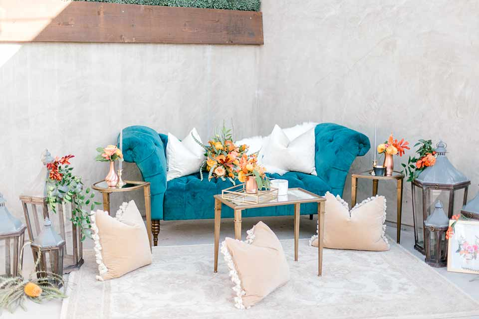 estate-on-second-shoot-blue-vintage-sofa-and-decor