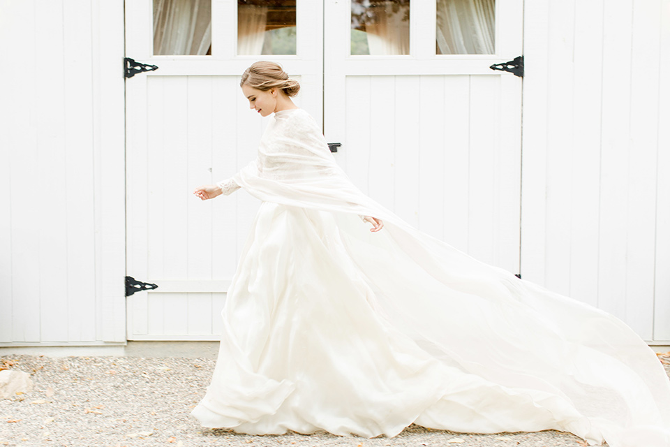 hammersky-editorial-shoot-bride-in-front-og-gate-bride-in-a-tulle-ballgown-with-lace-sleeves-and-high-neckline