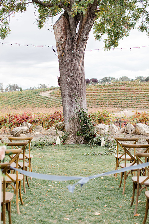hammersky-editorial-shoot-ceremony-space-with-wooden-chairs-and-lush-florals