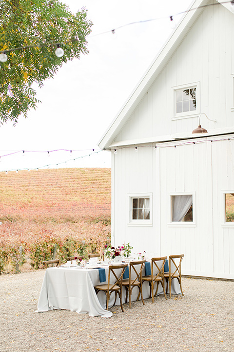 hammersky-editorial-shoot-outdoor-set-up-white-barn-with-wooden-chairs-and-white-linen