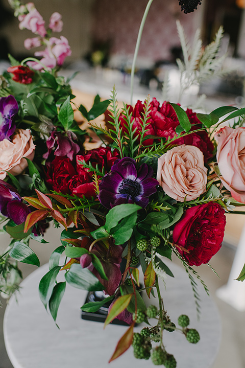 kindred-venue-gothic-inspired-shoot-close-up-on-florals