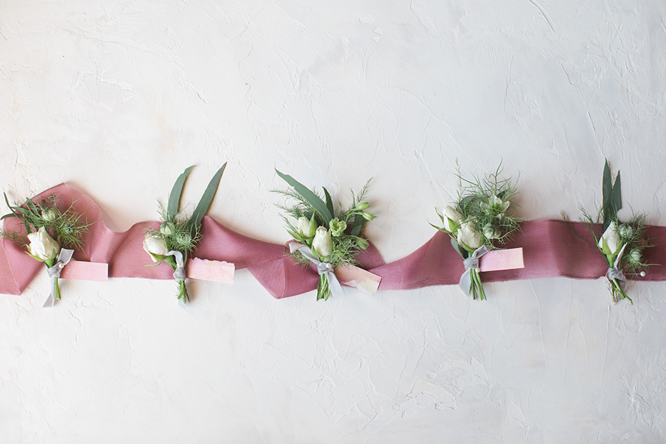 rockwood-shoot-boutionniere-simple-white-flowers-with-a-rose-colored-ribbon