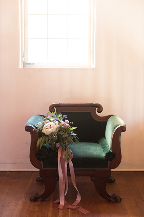 rockwood-shoot-chair-with-flowers-on-it-big-floral-bouquet-with-lush-greens-andale-pink-flowers