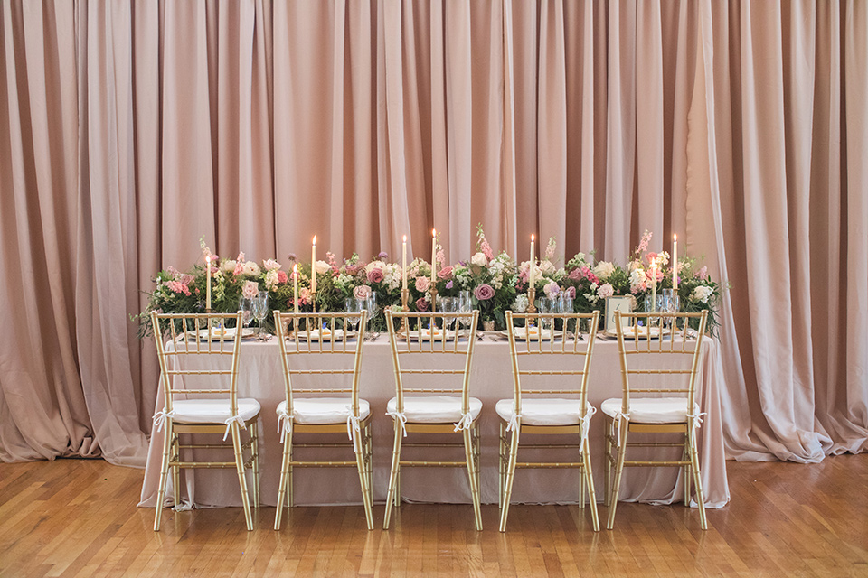 rockwood-shoot-table-set-up-blush-and-rose-colored-linens-with-soft-golds-and-creams-in-the-decor