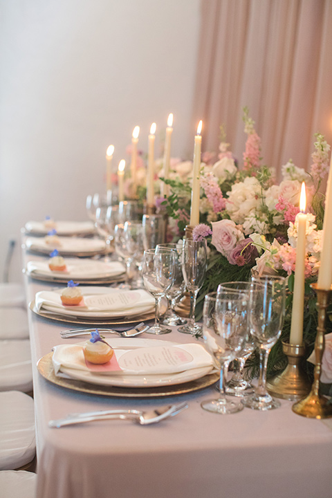 rockwood-shoot-table-setting-soft-golds-and-muted-tones-in-the-place-setting-with-hints-of-pale-blue-decor