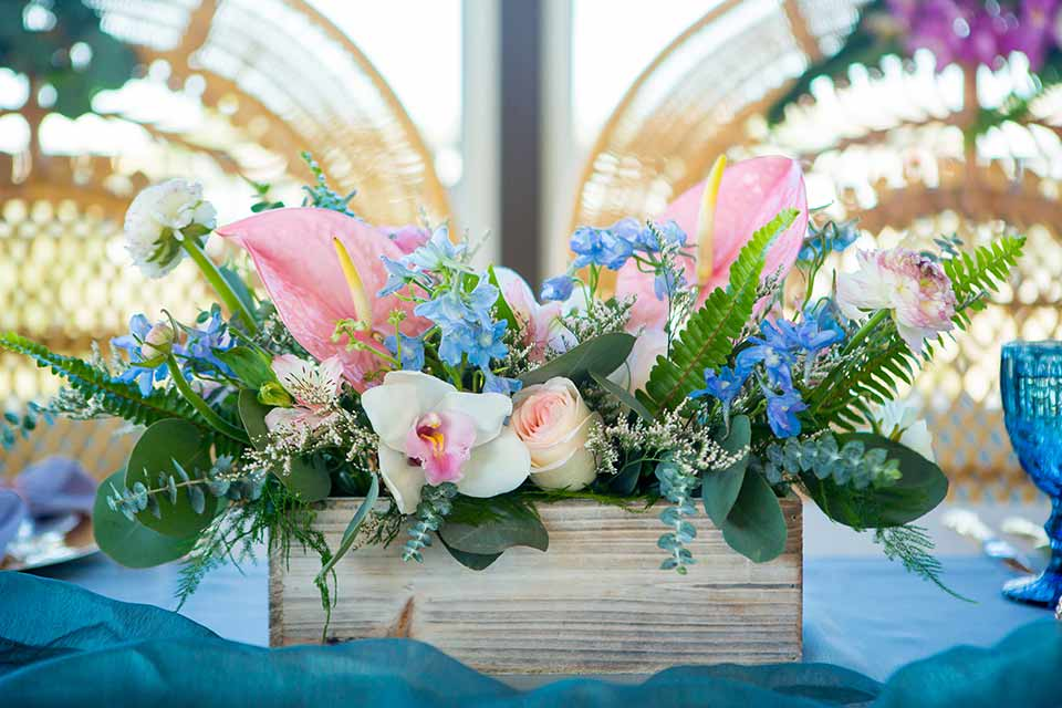 seapoint-bridal-shoot-close-up-on-table-décor-blue-linen-and-pink-accents