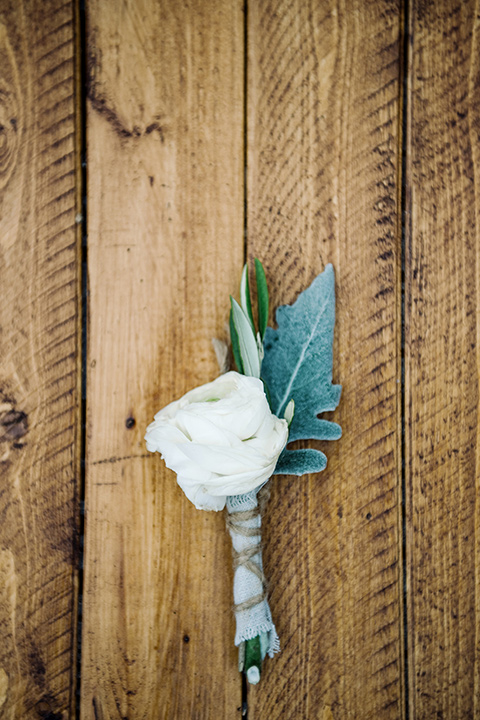 skypark-styled-shoot-boutonniere