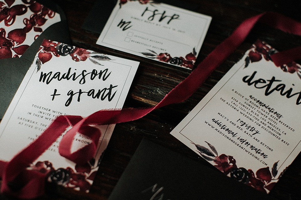 Voila-studios-invites