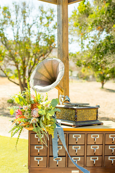 A-Stones-Throw-Winery-African-Shoot-record-player-decor