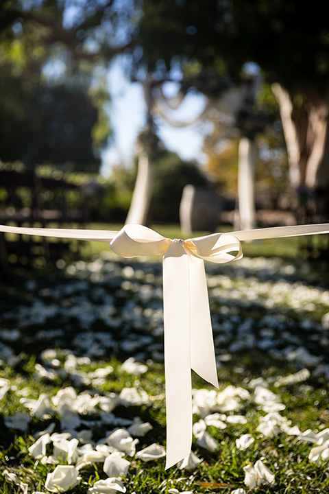 Garden-Wedding-close-up-on-ceremony-decor