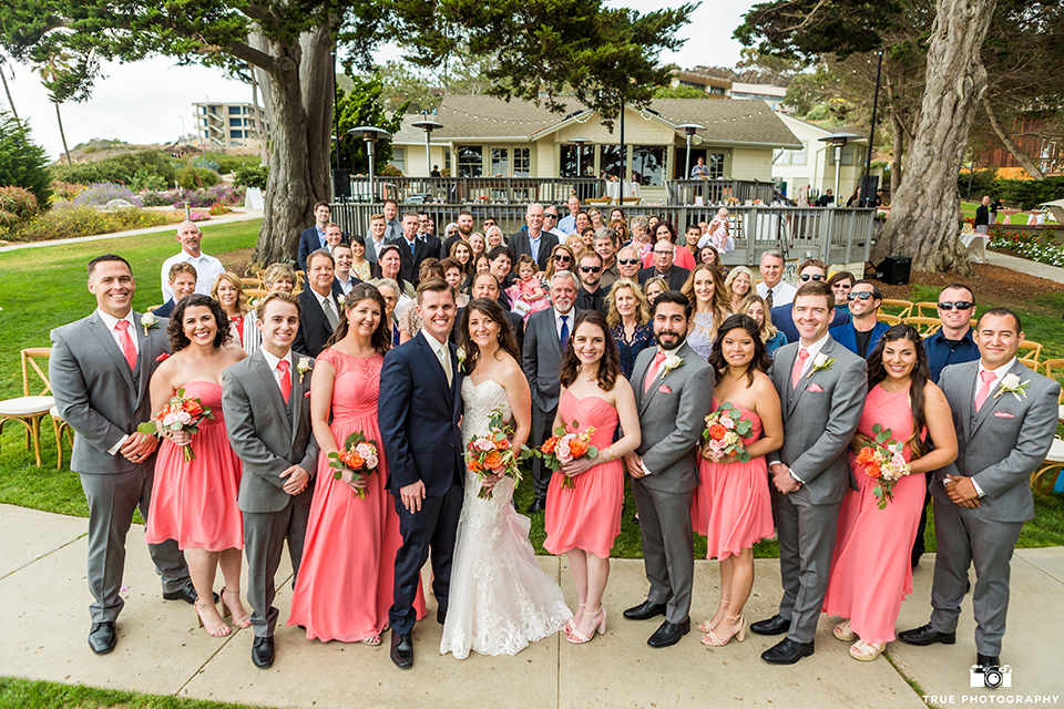 Entire wedding party poses in front of Martin Johnson House