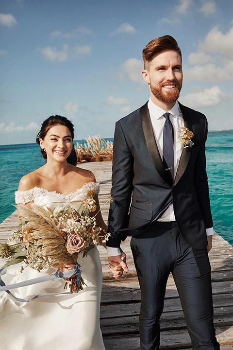 Grand-Firesta-Americana-Coral-Beach-ceremony-aisle-walk