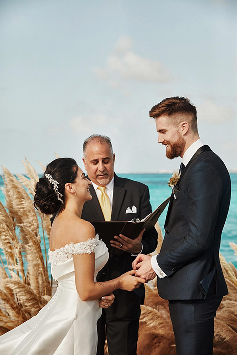 Grand-Firesta-Americana-Coral-Beach-ceremony