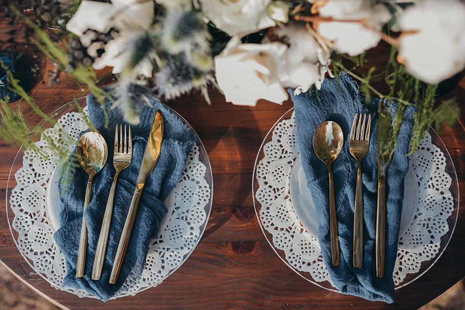 Big-Bear-Elopement-Shoot-table-setting-with-different-shades-of-blue-plates-and-gold-flatware