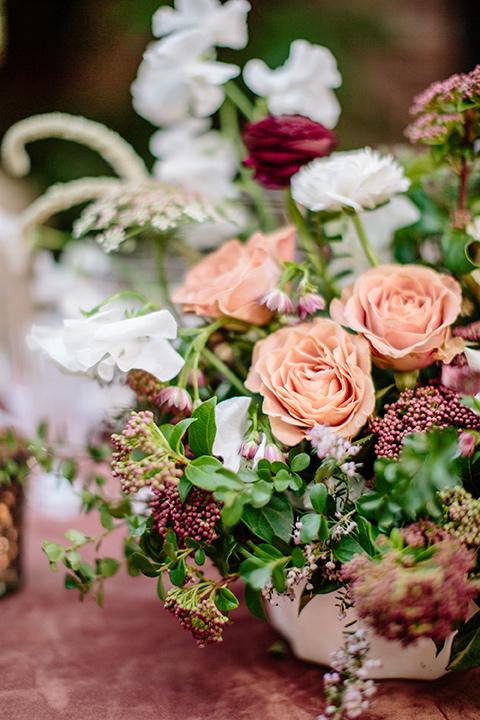 Carondelet-House-wedding-table-florals