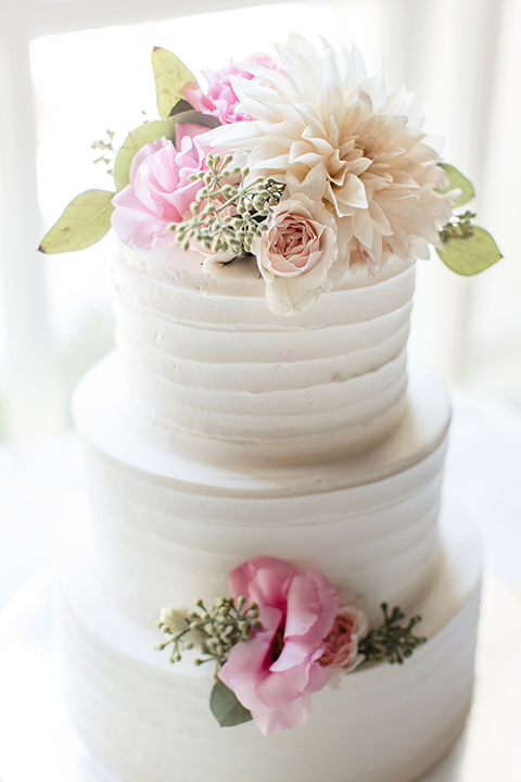kellogg-house-pomona-wedding-cake-with-white-frosting-and-pink-floral-decor