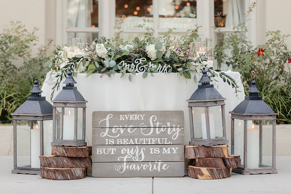 kellogg-house-pomona-wedding-sweetheart-table-with-big-candle-lanterns