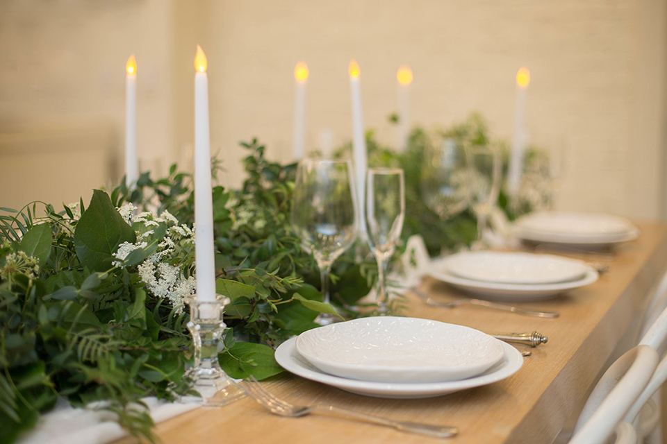 Cooks-Chapel-Shoot-table-décor-with-garlands-white-tall-candles-and-white-plates