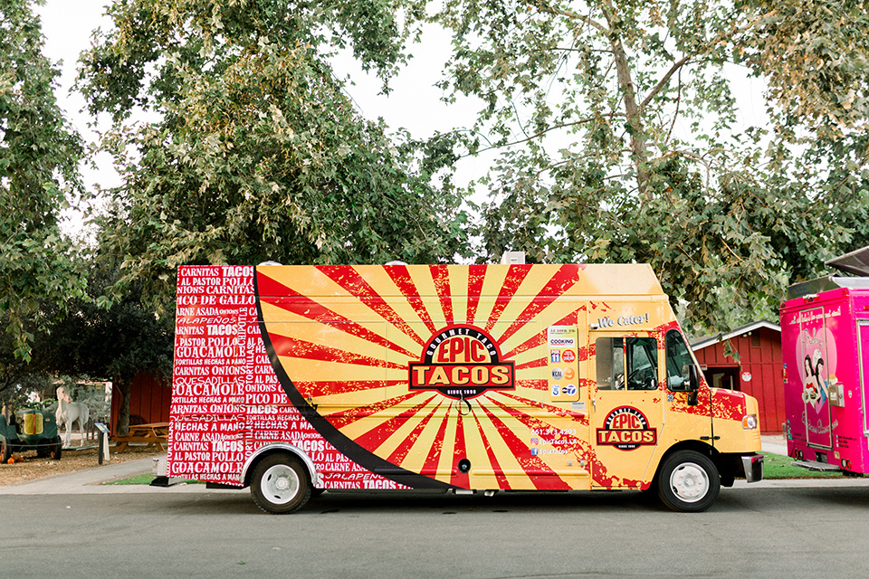 red-barn-wedding-taco-truck