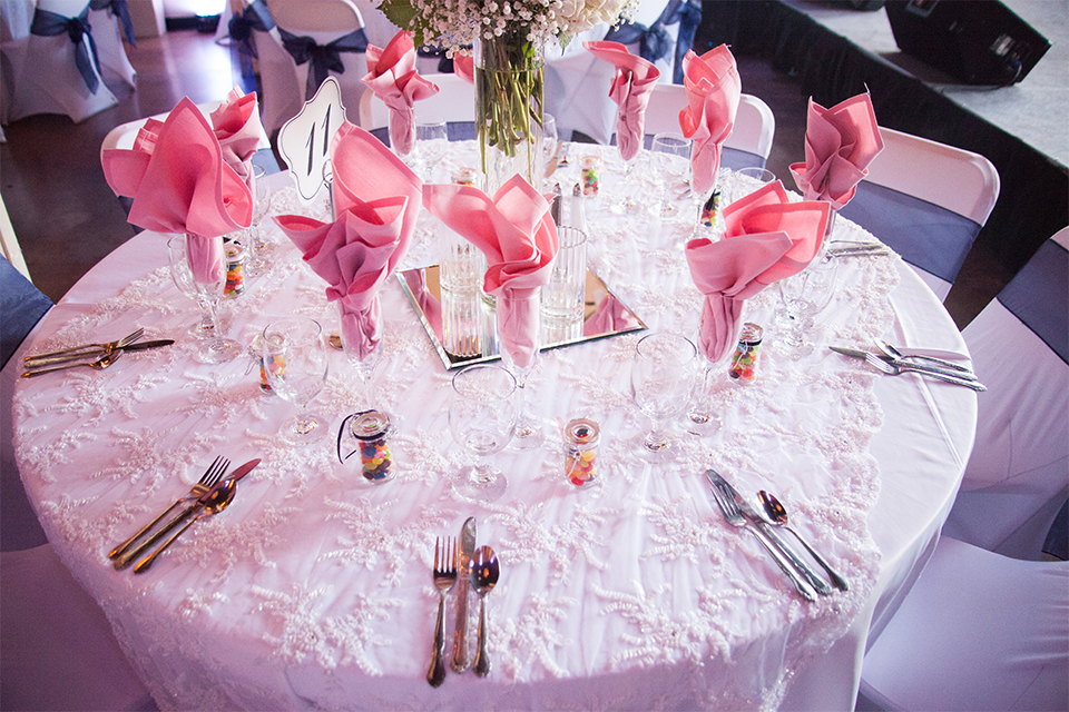 Elements-Venue-presents-wedding-table-set-up