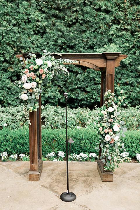 franciscan-gardens-wedding-ceremony-arch