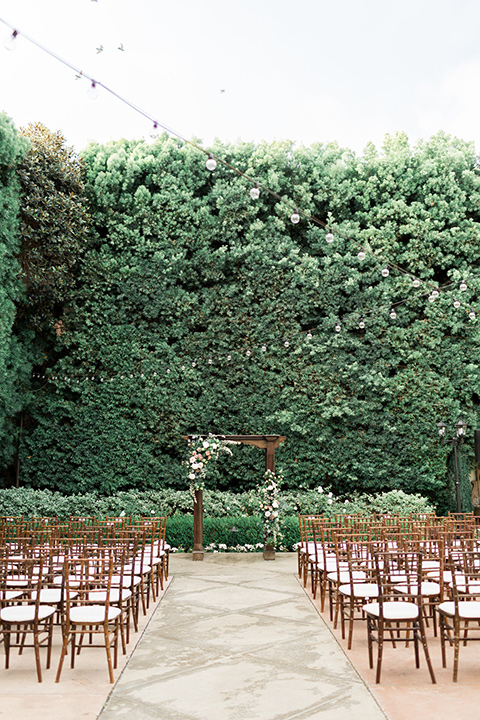 franciscan-gardens-wedding-ceremony-space-with-light-wooden-chairs-and-greenery-all-around