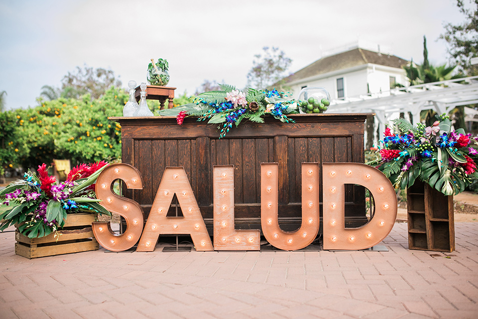 Giant Salud letters at the wedding reception