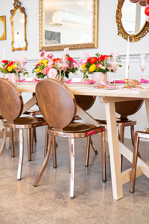 I-love-lucy-shoot-table-décor-with-gold-chairs