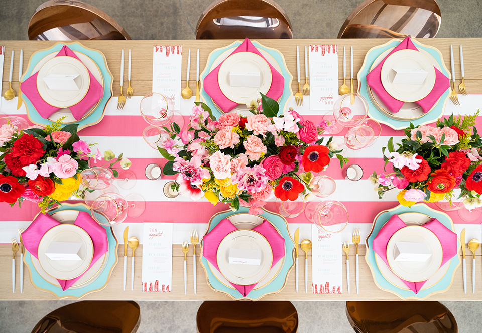 I-love-lucy-shoot-tablescape-with-white-and-pink-linens-and-white-plates