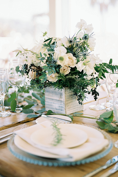 TThe-Inn-at-Laguna-Beach-table-décor-with-white-plates-and-green-florals