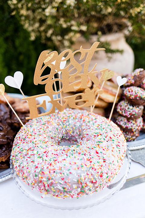 walt-disney-concert-hall-donut-cake