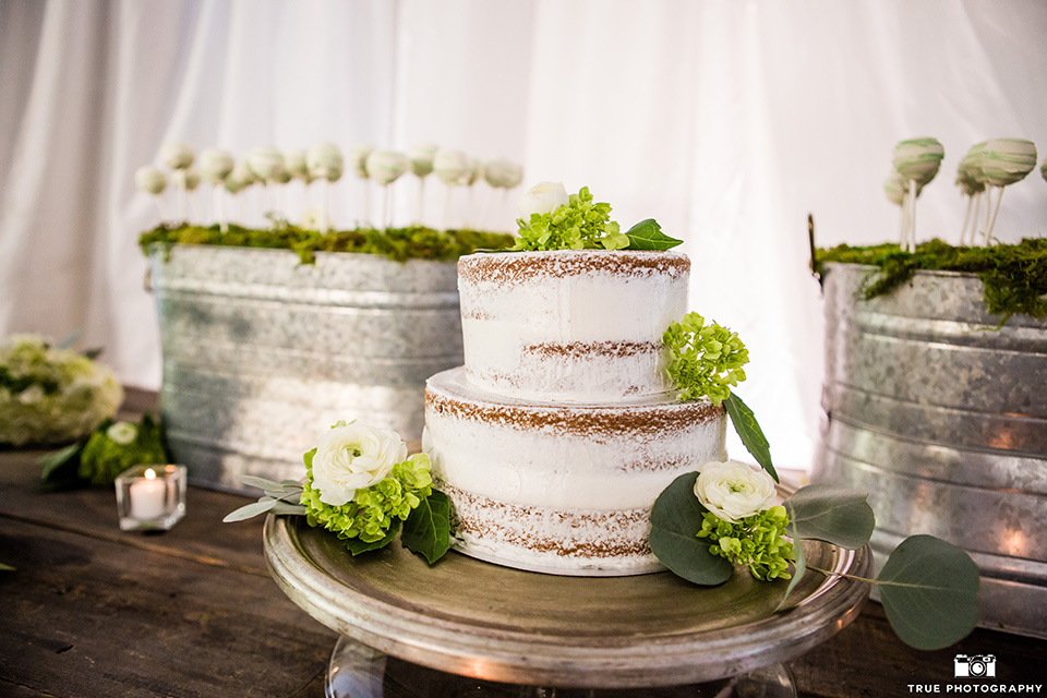 twin-oaks-weddings-cake-and-desserts