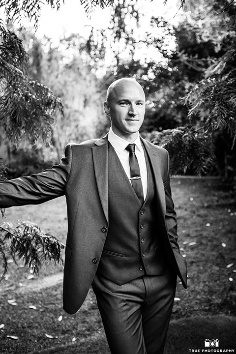 twin-oaks-weddings-groom-attire-in-a-charcoal-grey-suit-with-a-black-long-tie