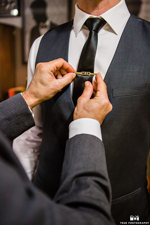 twin-oaks-weddings-groom-close-up