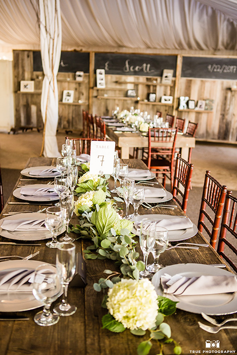 twin-oaks-weddings-table-setting-with-white-plates-and-silver-flatware