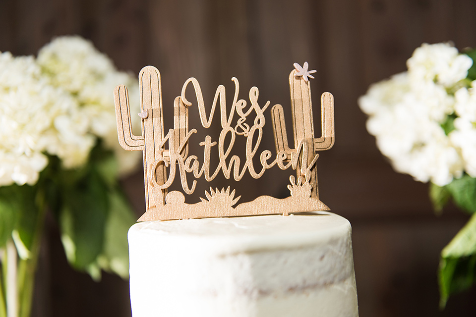 tanque-verde-ranch-arizona-wedding-cake-with-a-wooden-cacti-topper