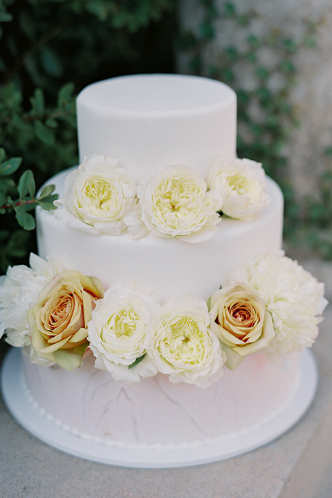 Kimberly-crest-house-shoot-cake-with-white-fondant-with-yellow-flowers
