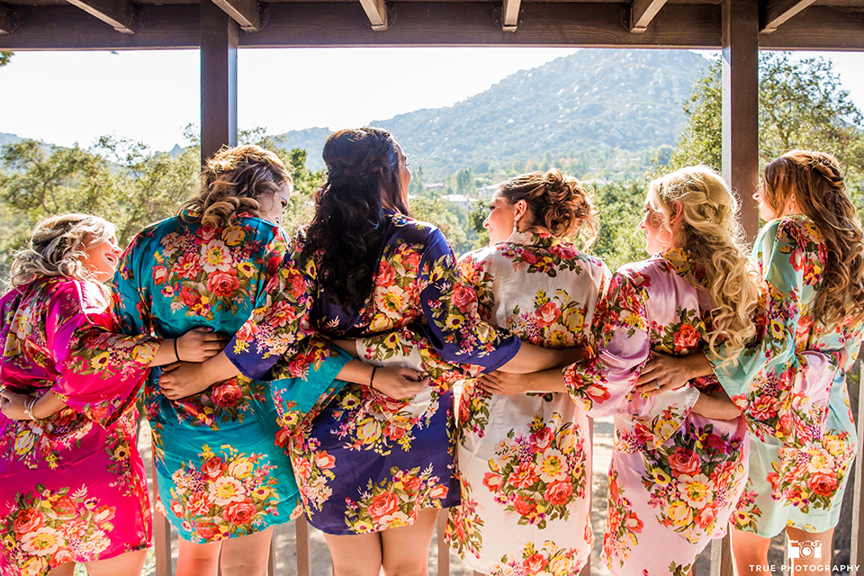 mount-woodson-castle-bride-and-bridesmaids-in-robes