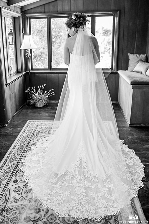mount-woodson-castle-bride-in-a-lace-strapless-gown-with-a-sweetheart-neckline