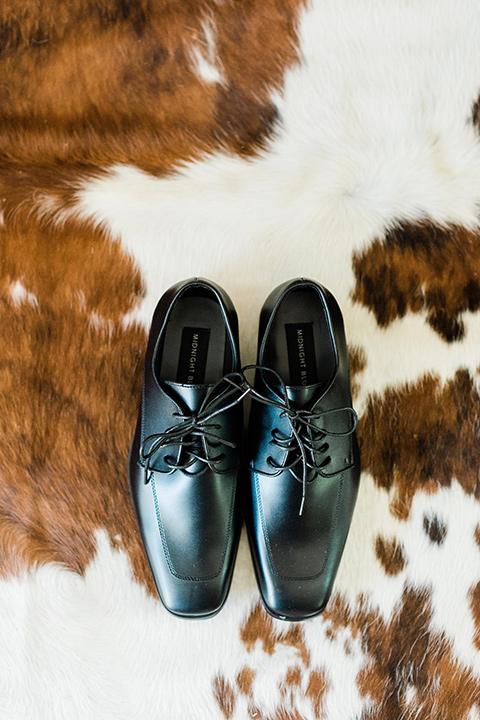 malibu-lodge-spring-wedding-shoot-groom-matte-black-shoes