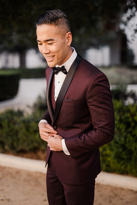 Maternity-workshop-father-close-up-in-a-burgundy-tuxedo