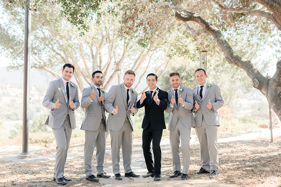 thumbs-up-from-groom-and-groomsmen-who-are-following-the-rules