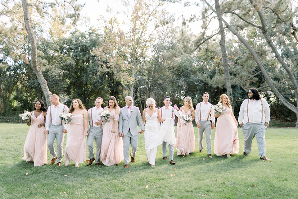 Posed shot of the entire wedding party