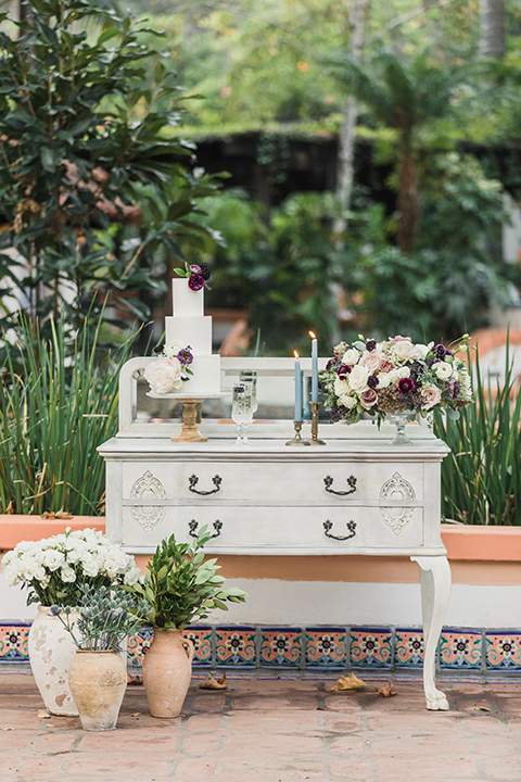 rancho-las-lomas-wedding-cake-on-table