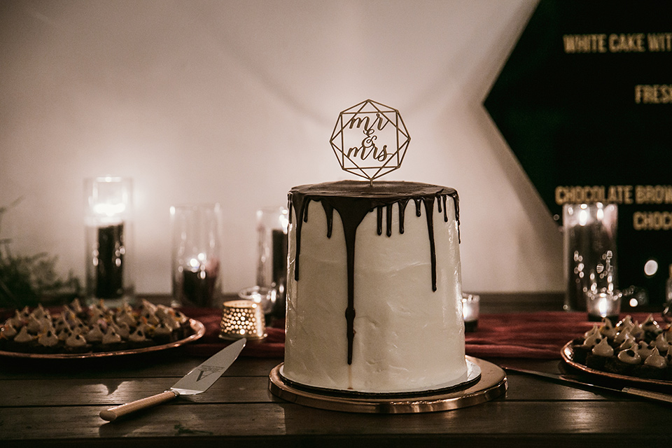 Moniker-Warehouse-Wedding-cake-with-white-fondant-and-chocolate-drizzle